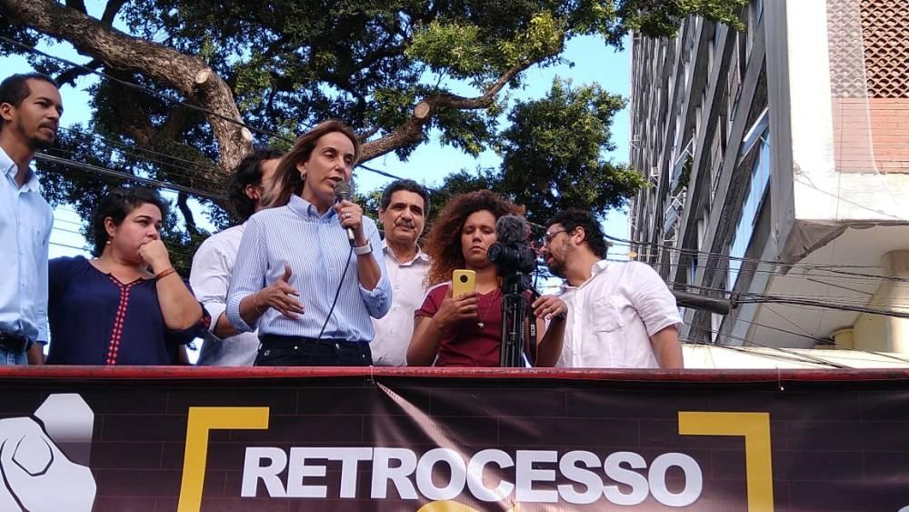 Alessandra Vieira participa de ato em defesa do SUAS