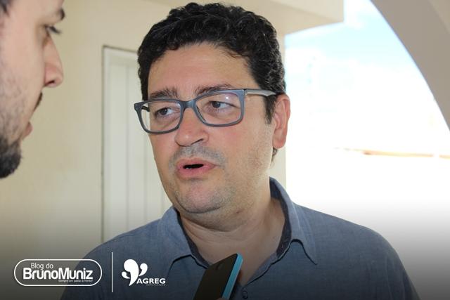 Santa Cruz do Capibaribe – Faltando pouco mais de um mês para o São João, Cláudio Soares pede exoneração