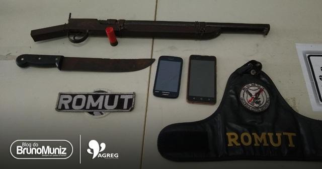 Jovens são detidos com arma de fogo, munição e facão em Santa Cruz do Capibaribe