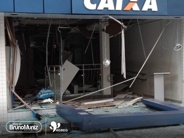 Bandidos explodem agência bancária no município de Bezerros