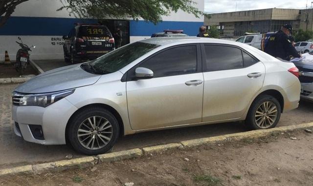 Homem é detido com veículo de luxo roubado na BR-104 em Caruaru