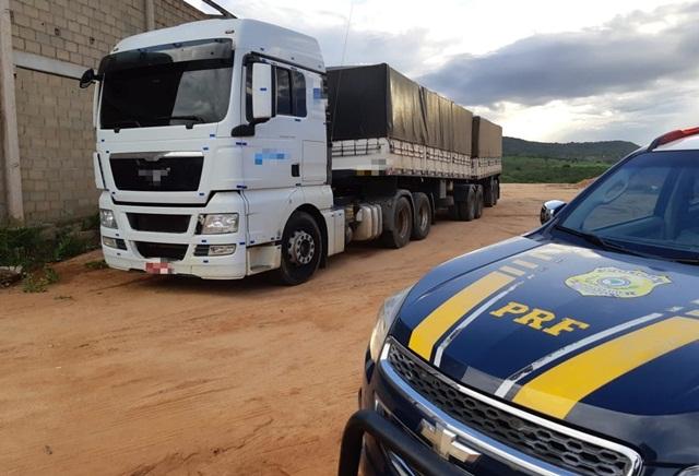 Caminhão é retido por excesso de peso e sonegação fiscal no município de Garanhuns