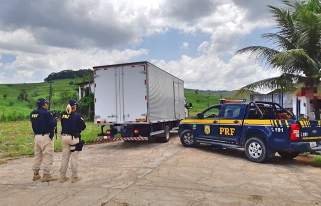 PRF recupera carga roubada de equipamentos de informática em Água Preta