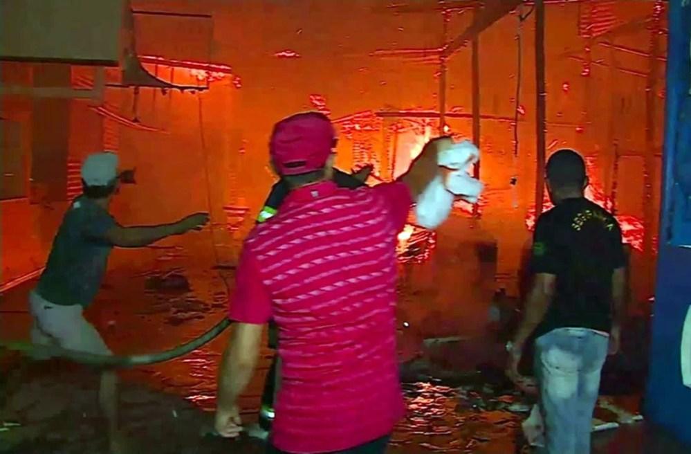 Prefeitura de Caruaru deve ajudar comerciantes que tiveram bancas destruídas em incêndio