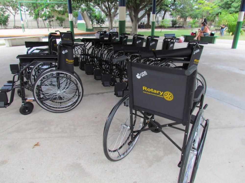 Rotary Club Santa Cruz do Capibaribe doa cadeiras de rodas a entidades e unidades de saúde