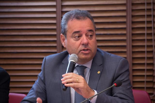 Frente protocola representação contra Bolsonaro na PGR