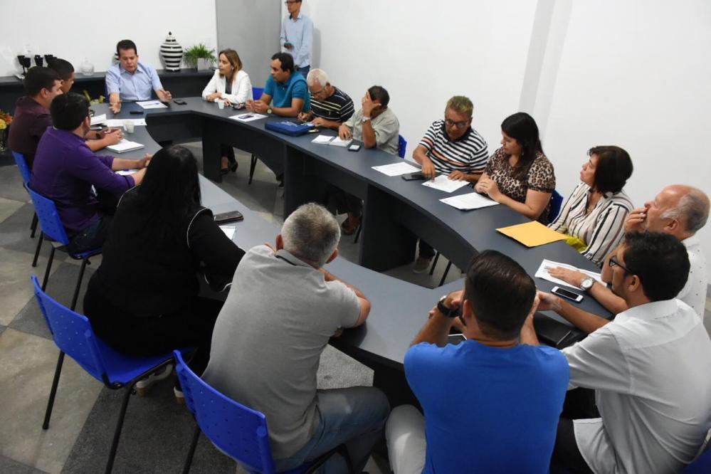 Abastecimento de água é tema de reunião entre Prefeitura de Santa Cruz do Capibaribe e Compesa