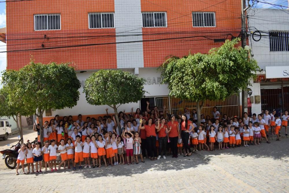 Educandário Margarida Beatriz realiza entrega de donativos aos Lar dos Idosos