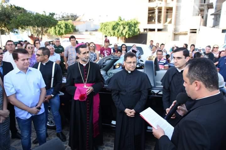 Novo bispo de Caruaru visita Santa Cruz pela primeira vez