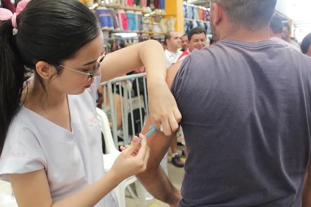 Condôminos do Moda Center recebem vacinação contra o sarampo