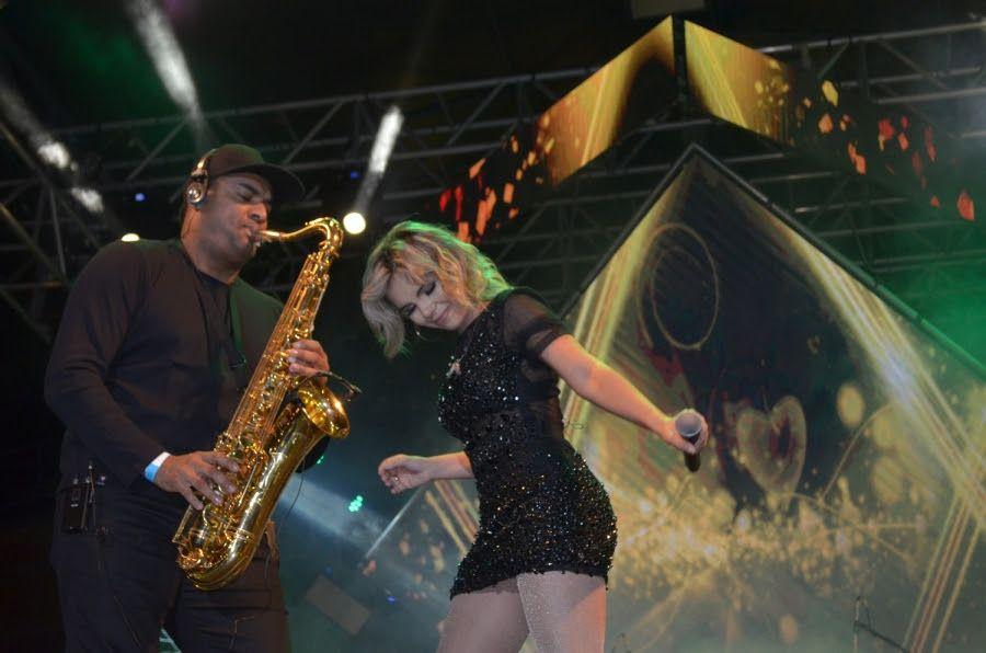 Sâmya Maia faz show em Santa Cruz do Capibaribe na sexta-feira (13)