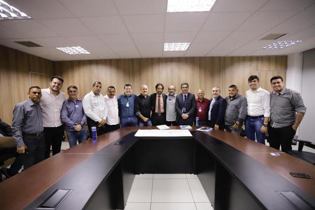 Abastecimento: Diogo Moraes e comitiva de Santa Cruz se reúnem com presidente da Compesa