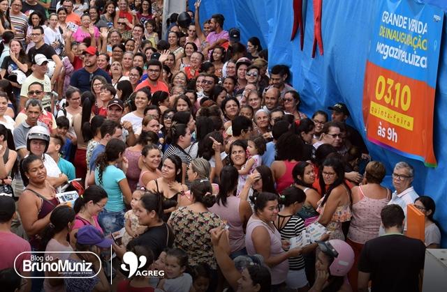 Grande público acompanha inauguração da loja Magazine Luiza em Santa Cruz do Capibaribe