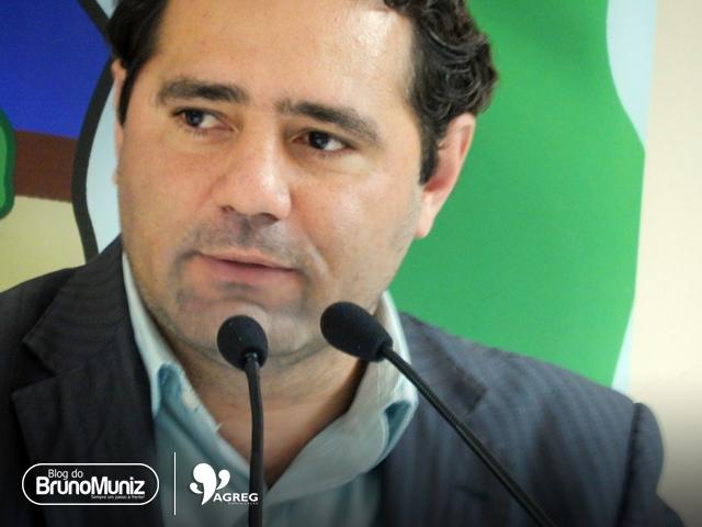 Vereador Júnior Gomes apresenta projeto visando proibir comercialização de armas de brinquedo em Santa Cruz