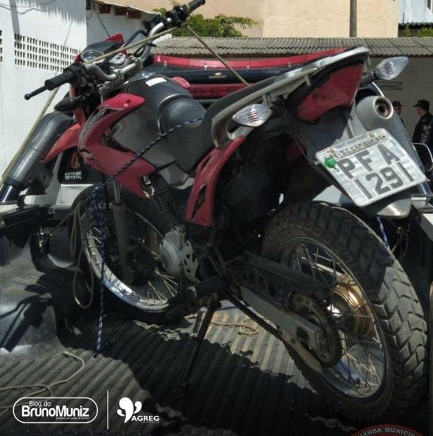 Motocicleta roubada é encontrada abandonada no bairro Pedra Branca, em Santa Cruz do Capibaribe