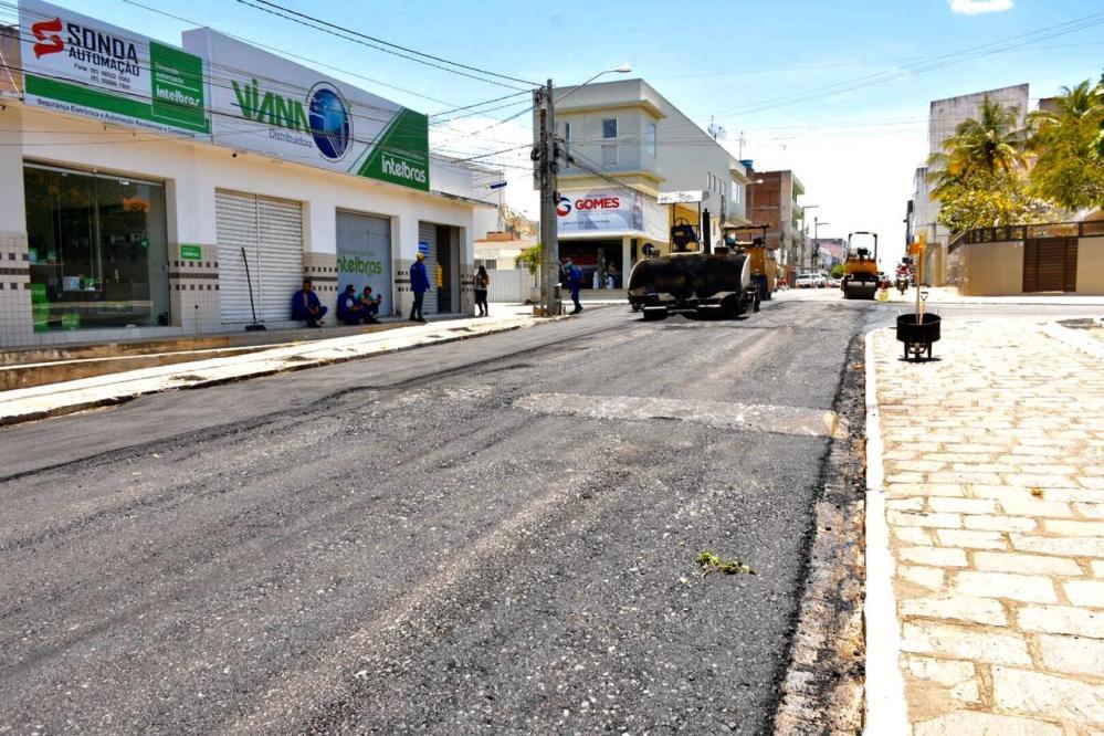 Prefeitura de Santa Cruz do Capibaribe segue com Programa de Asfaltamento do Centro
