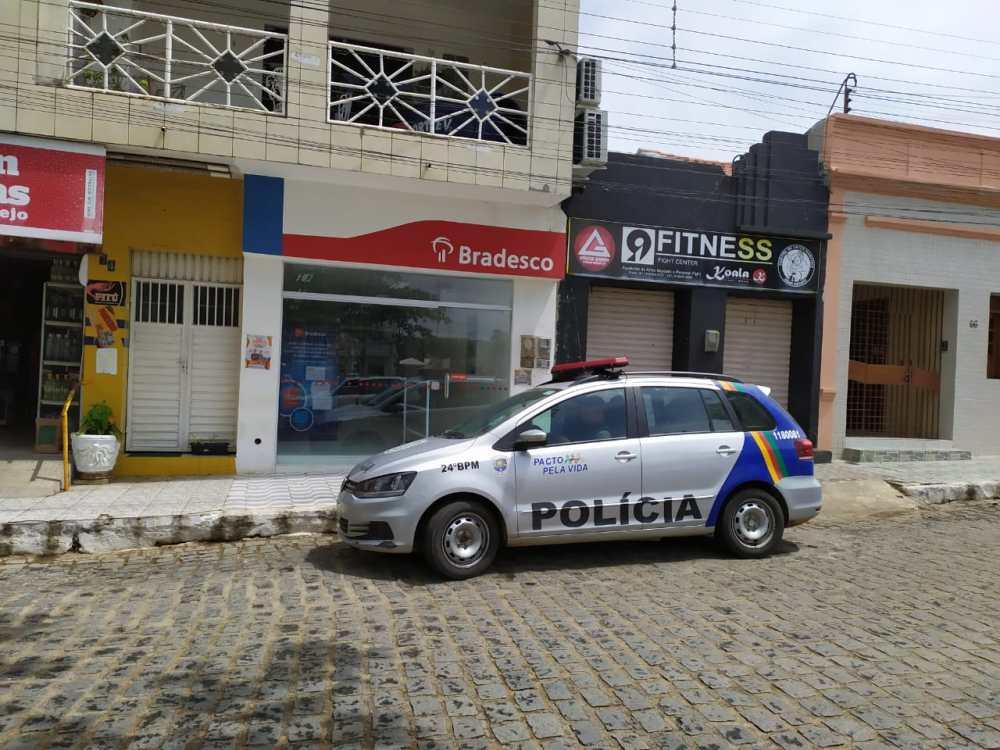 Agência bancária é alvo de ação criminosa em Taquaritinga do Norte