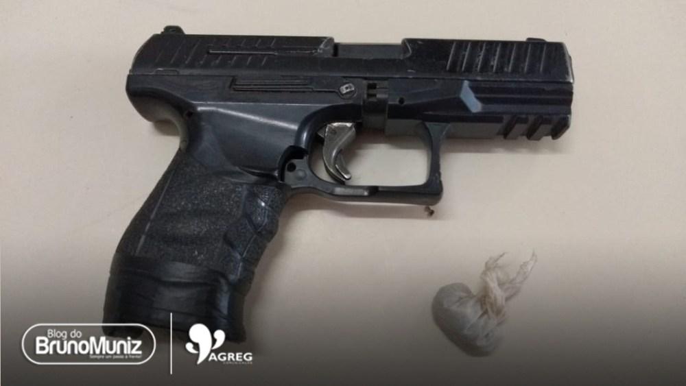 Dois menores são detidos com drogas e simulacro de pistola, no distrito de São Domingos