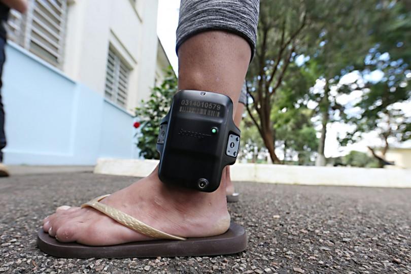 Em Pernambuco, projeto de lei quer obrigar presos a pagarem despesas da tornozeleira eletrônica