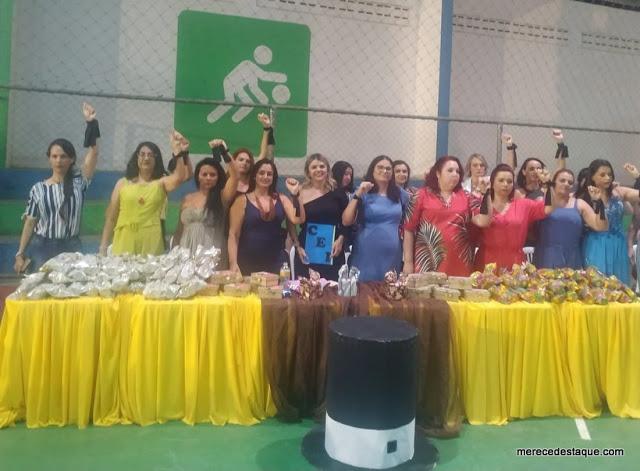 Salários – Professoras protestam durante formatura em Santa Cruz do Capibaribe