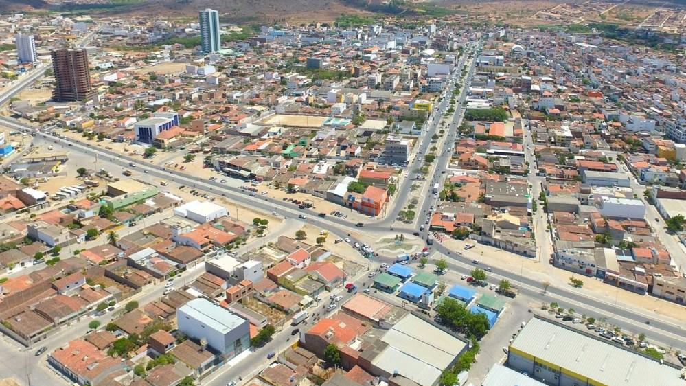 Indivíduo está apalpando nádegas de mulheres em vias de Santa Cruz do Capibaribe
