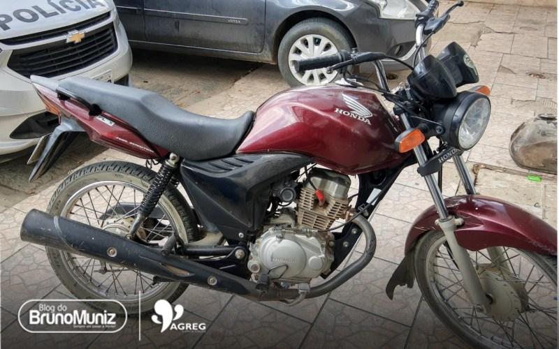 Jovem é preso após ser flagrado com motocicleta roubada