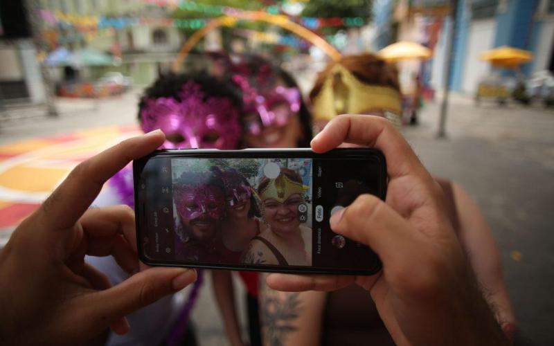 Carnaval 2020: saiba como prevenir roubo de celular
