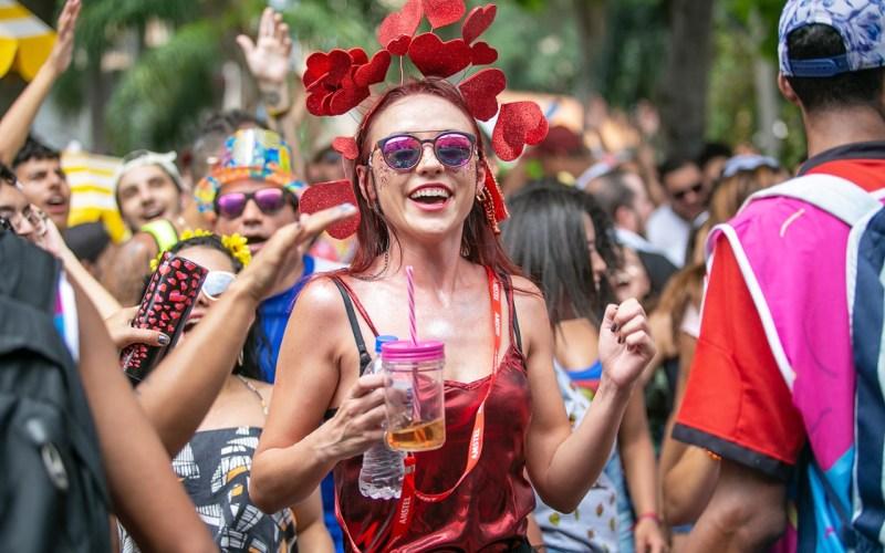 Doença do Beijo: Infectologista fala sobre os cuidados para quem vai curtir o Carnaval