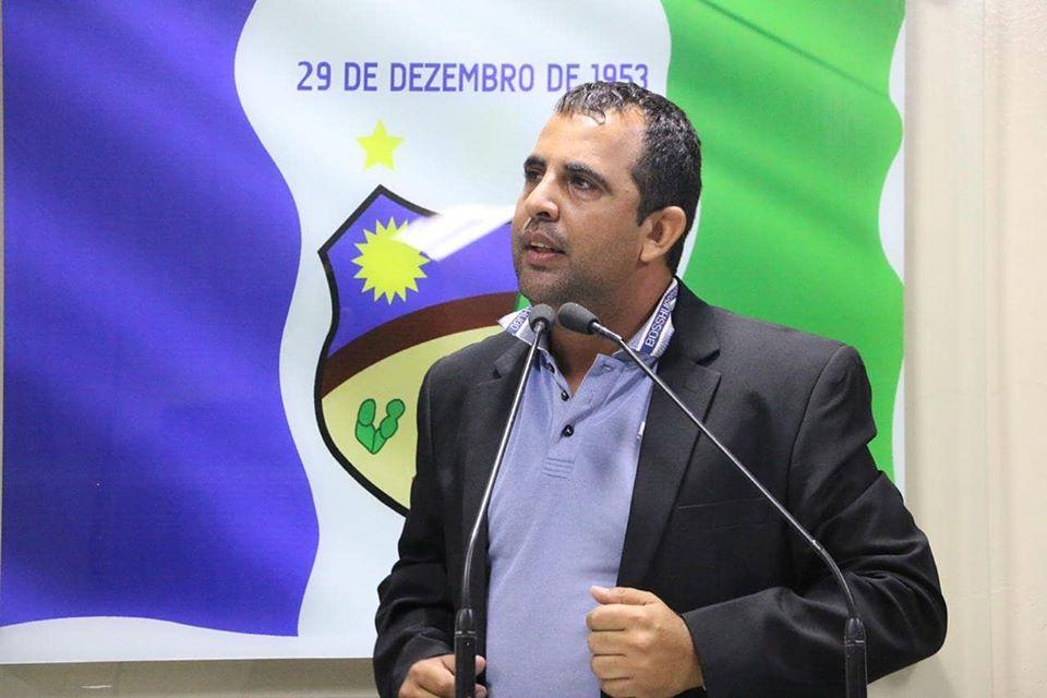 """""""Foi recurso de Eduardo da Fonte"""", diz Carlinhos da Cohab sobre asfaltamento em Santa Cruz do Capibaribe"""