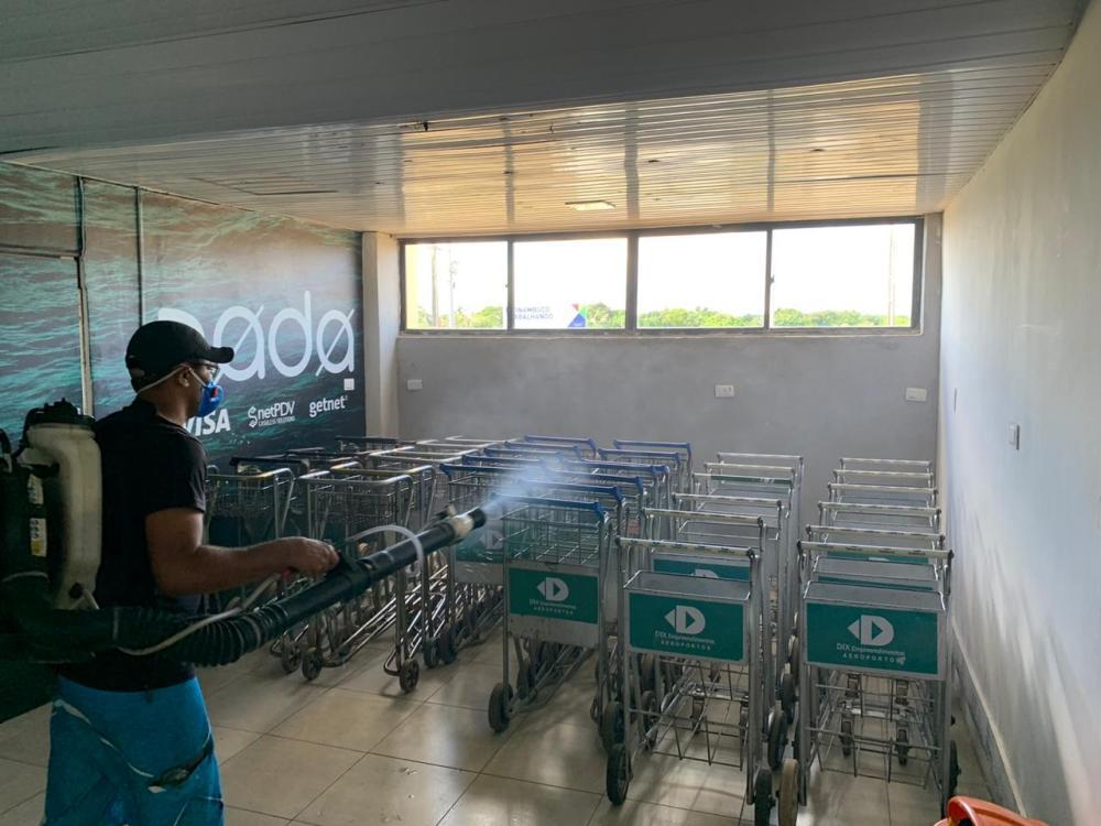Noronha inicia montagem de hospital de campanha e higieniza aeroporto para prevenção do coronavírus