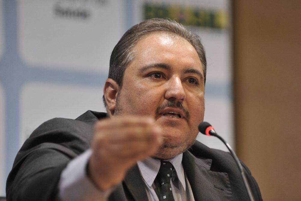"""Coronavírus – """"Estamos com 99% de ocupação dos cerca de 300 leitos de UTI já disponibilizados"""", diz secretário de saúde de Pernambuco"""