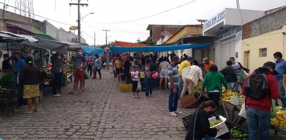 Agreste – Com 6 casos de Covid-19 confirmados na cidade, rotina da feira livre de Poção não mudou muito