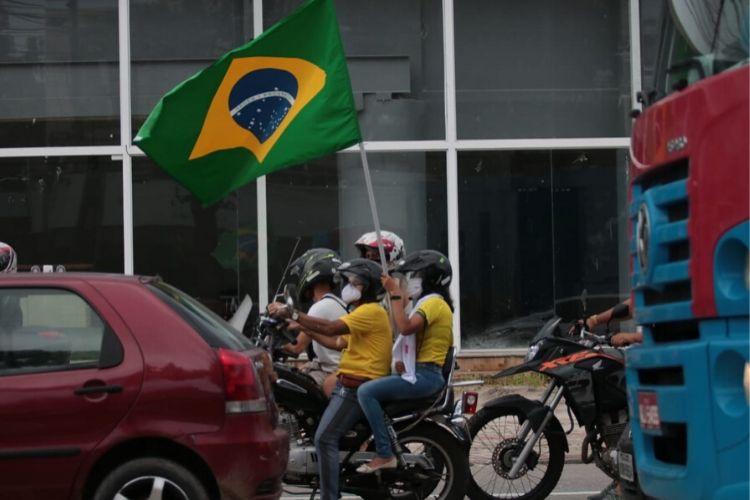 Apoiadores do presidente Jair Bolsonaro voltam a fazer manifestação em Pernambuco