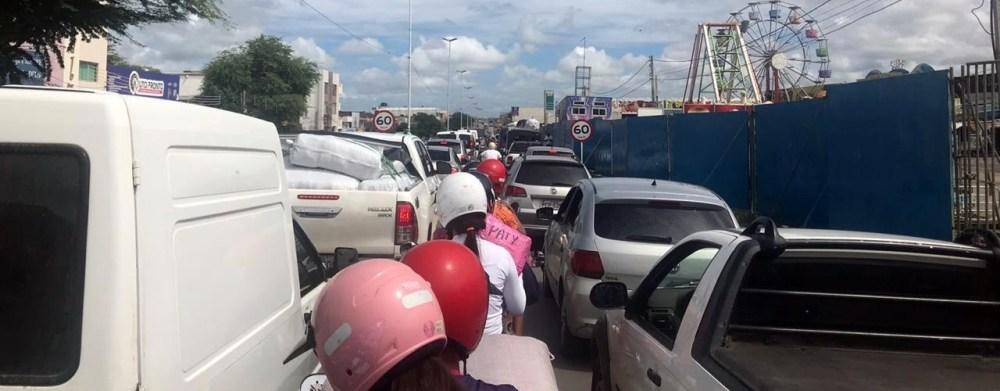 Santa Cruz do Capibaribe registra congestionamento nesta segunda-feira (25)