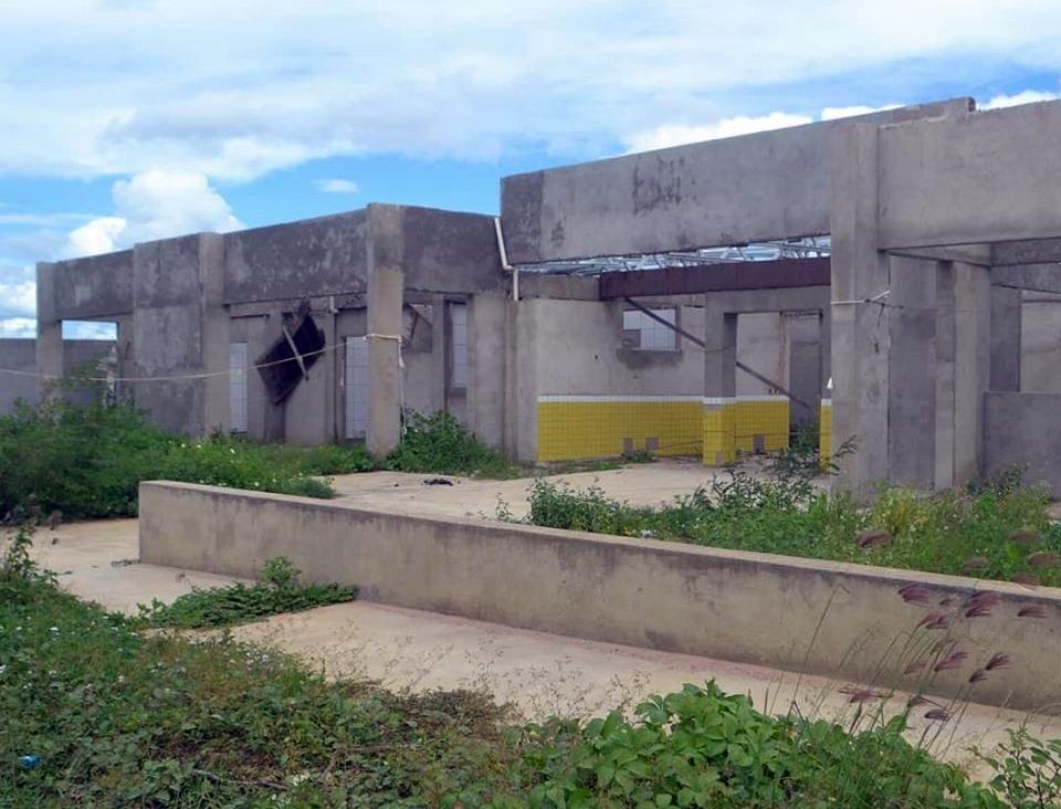Santa Cruz do Capibaribe – Moradores esperam há mais de três anos a conclusão de creche orçada em quase R$ 2 milhões