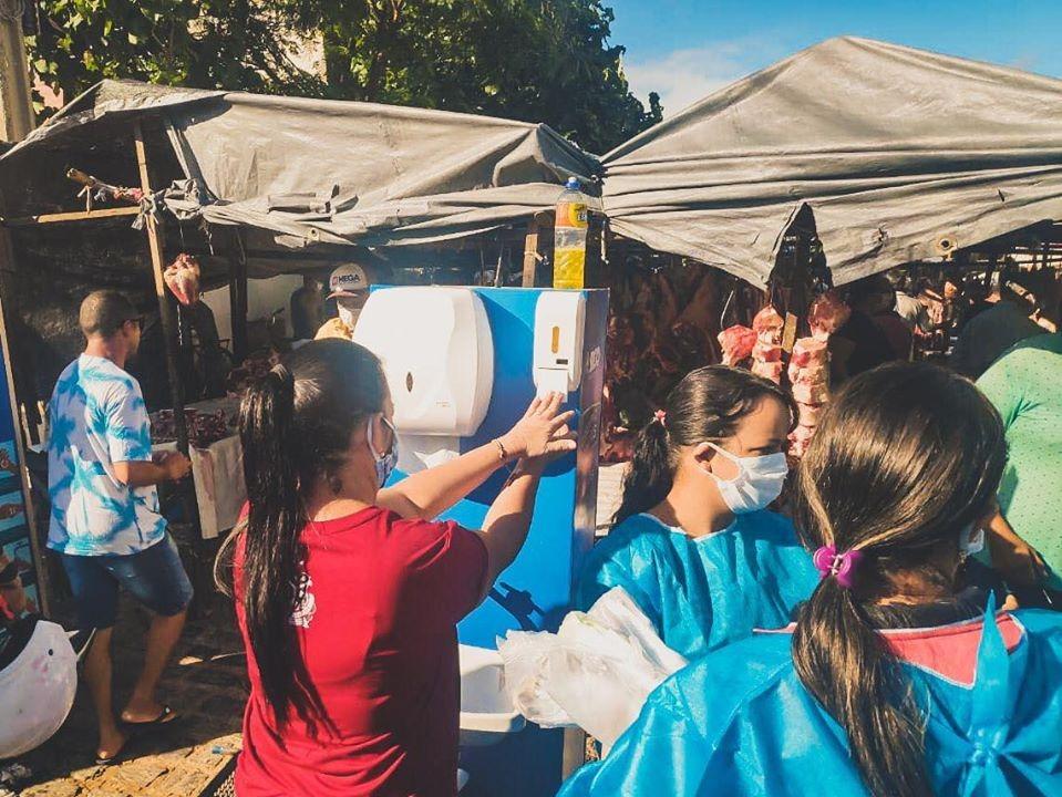 Prefeitura de Brejo da Madre de Deus implanta pontos de higienização na feira livre da cidade