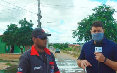 Moradores do bairro Malhada do Meio se revoltam com esgoto a céu aberto