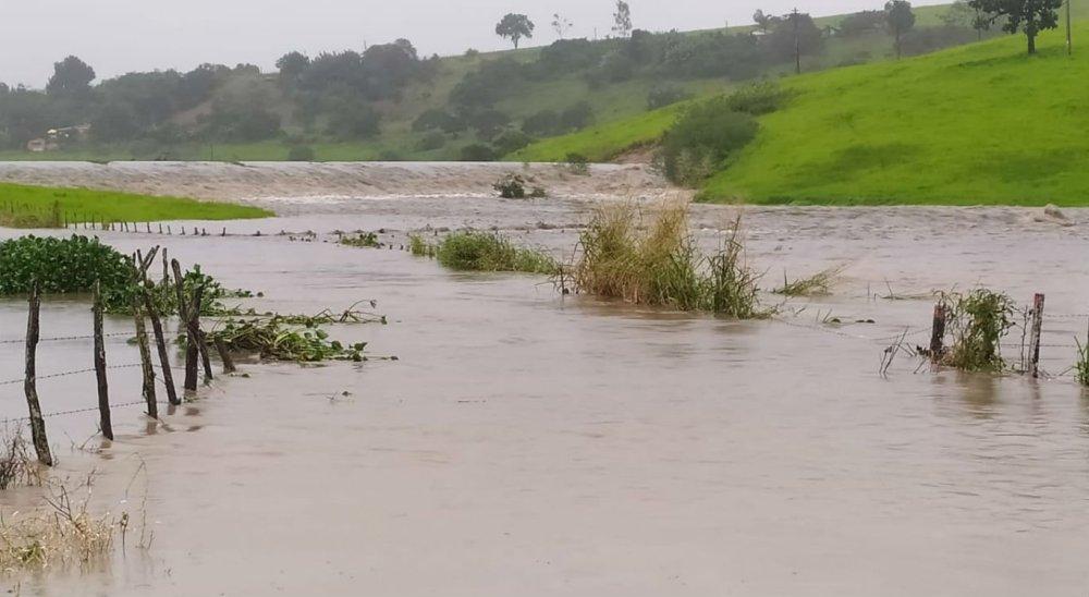 Barragem de Sairé transborda e gera apreensão em cidades da região