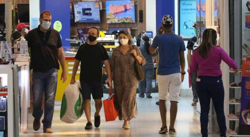Procon Recife orienta consumidores durante compras na Semana do Brasil