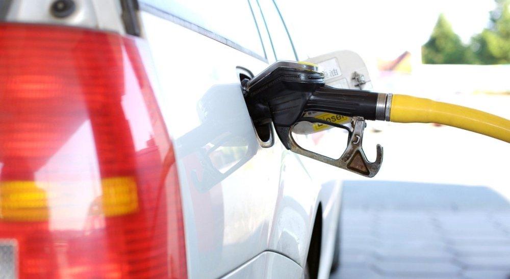 Gasolina sofre aumento de 4% nas refinarias do país