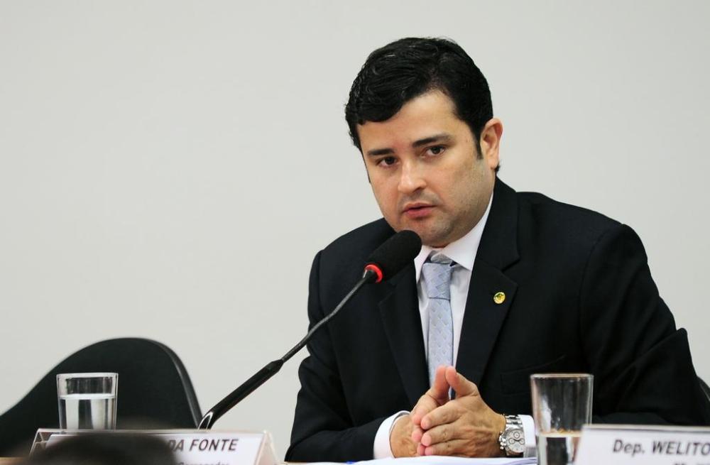 Municípios começam a receber 39 tratores comprados com emenda parlamentar de Eduardo da Fonte