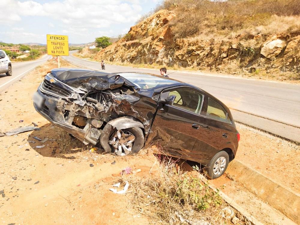 Imprudência provoca grave acidente na BR-104