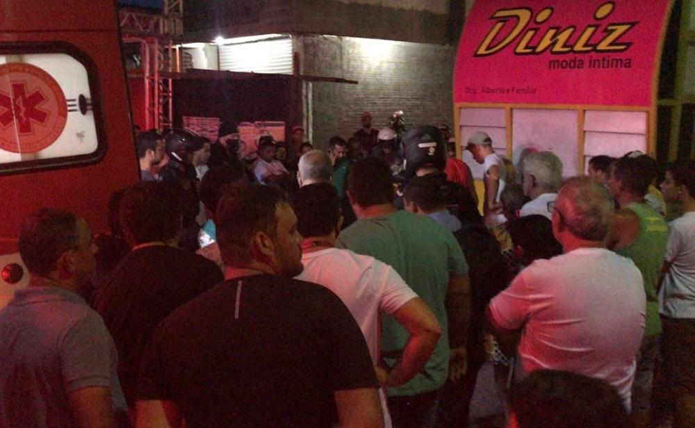 Jovem fica ferido após ser atingido por reboque de som durante evento político em Santa Cruz do Capibaribe