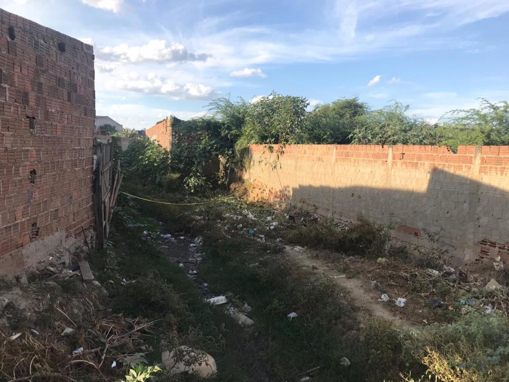 Homem é encontrado morto em córrego no bairro São Jorge, em Santa Cruz do Capibaribe