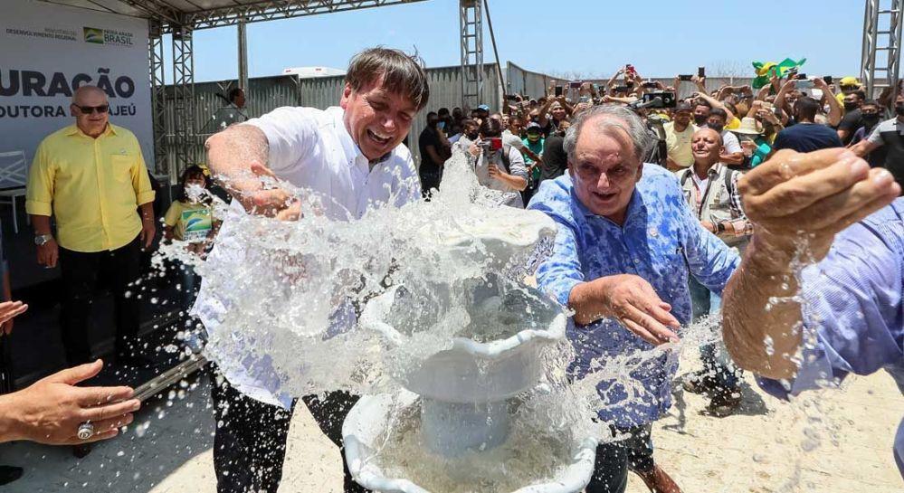 Bolsonaro inaugura obra hídrica no sertão de Pernambuco