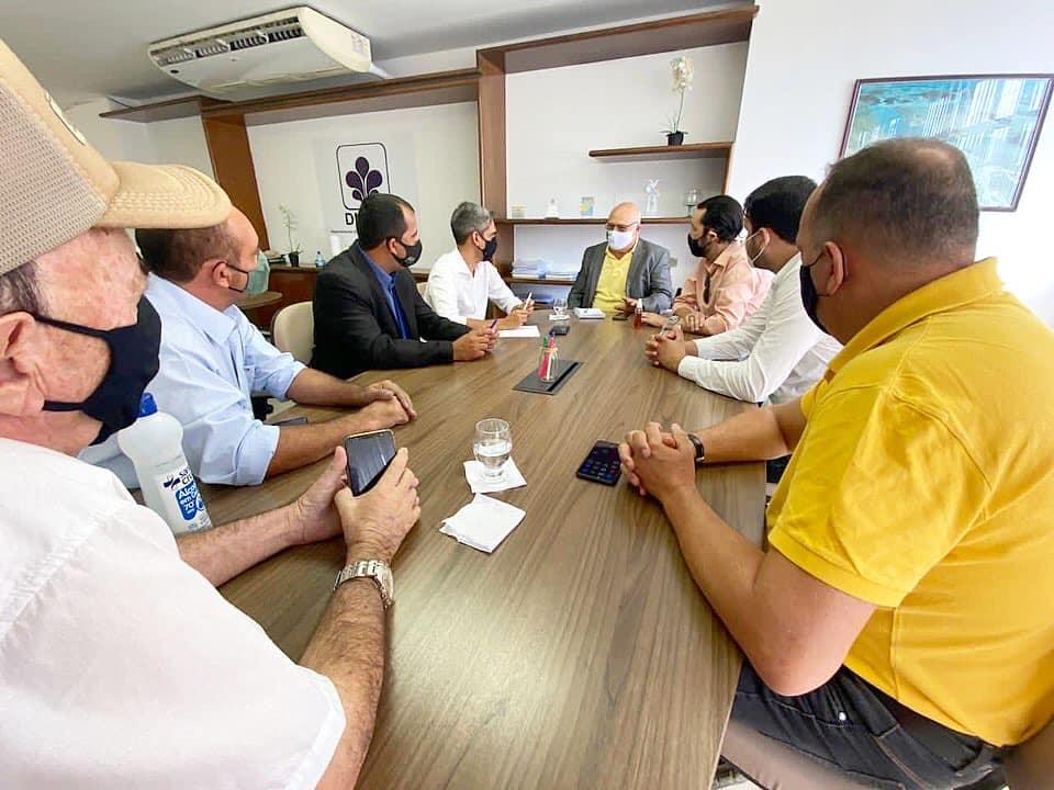 Fábio Aragão anuncia 10 poços artesianos e uma retroescavadeira para zona rural de Santa Cruz