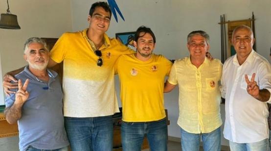 Às vésperas de eleição, Rubinho Nunes desiste de candidatura e anuncia apoio à Roberto Afora