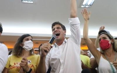 Aos 27 anos, João Campos, do PSB, é eleito o prefeito mais jovem do Recife