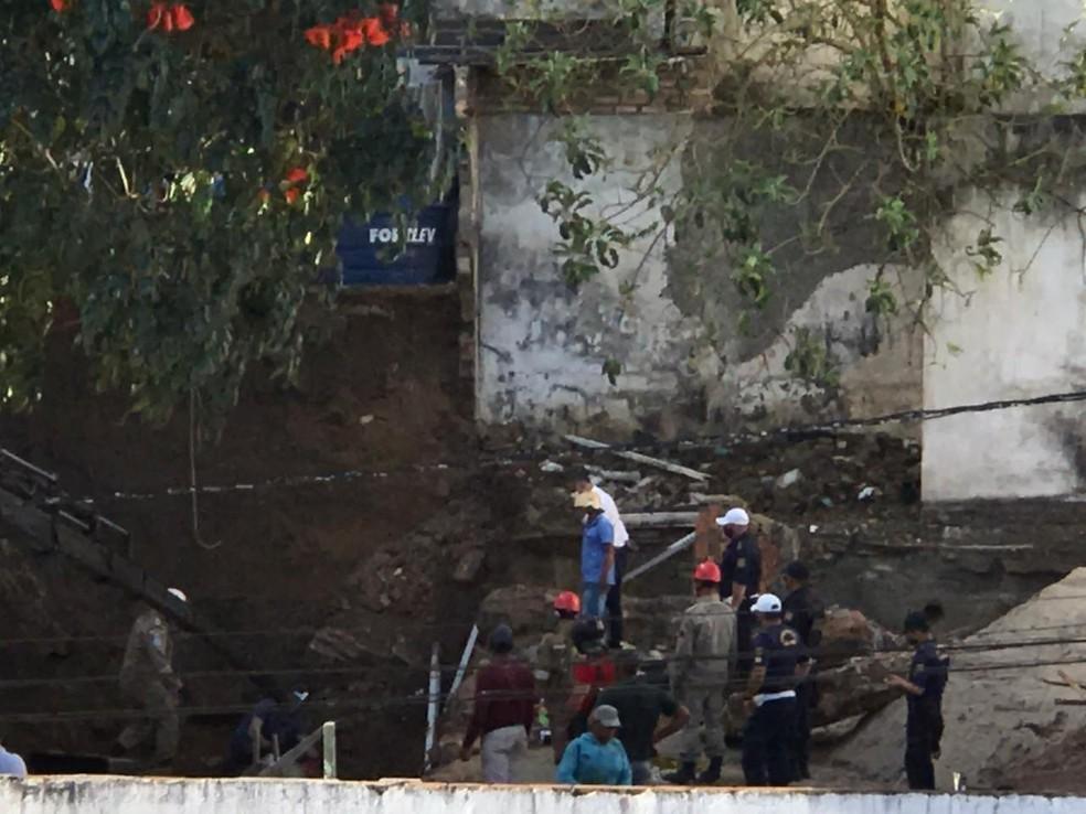 Desabamento em obra deixa duas pessoas soterradas em Garanhuns