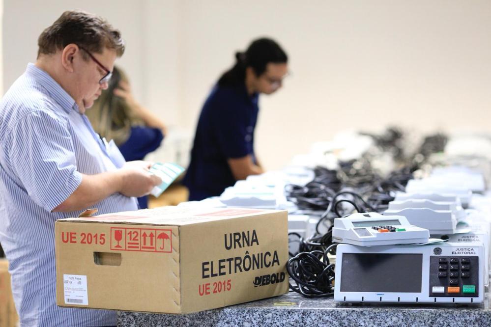 TRE-PE começa a distribuir as 20,5 mil urnas eletrônicas nos 184 municípios pernambucanos
